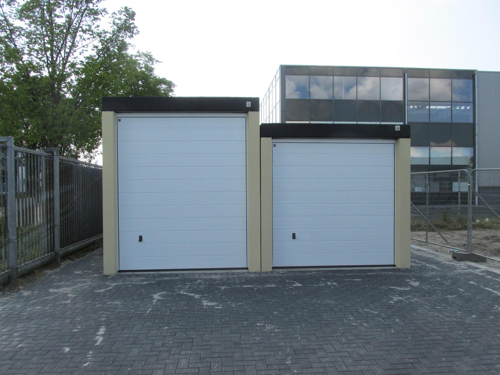 Garagepark purmerend 2 demo zakelijke garageboxen ren for Mobiel te koop